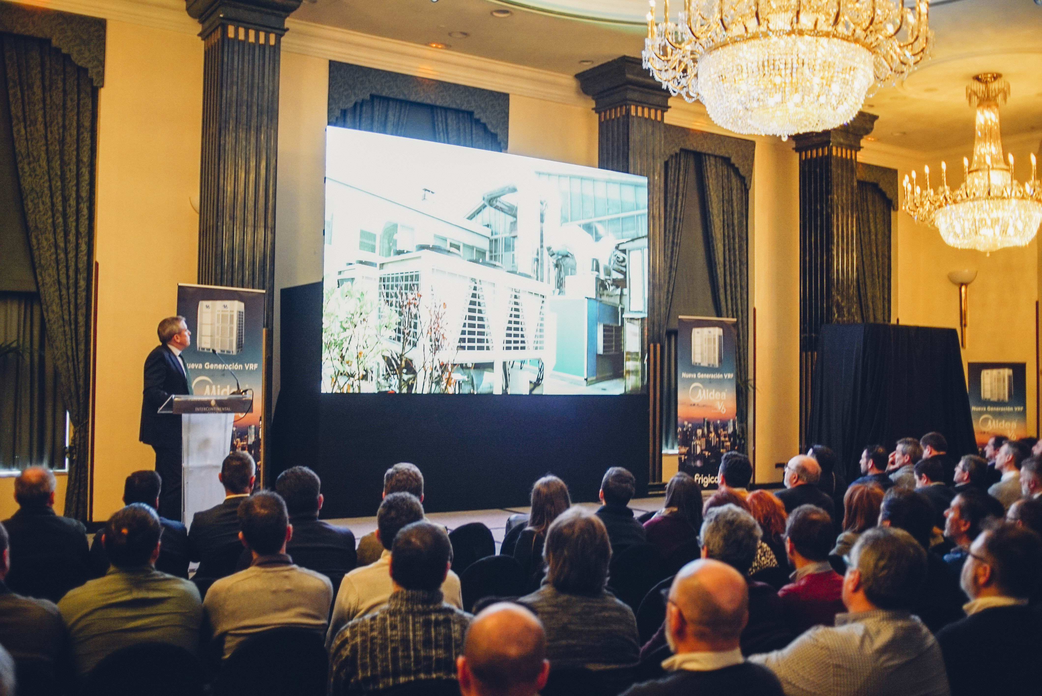 Frigicoll reúne a quinientos profesionales con la presentación de la nueva generación VRF V6 de Midea.
